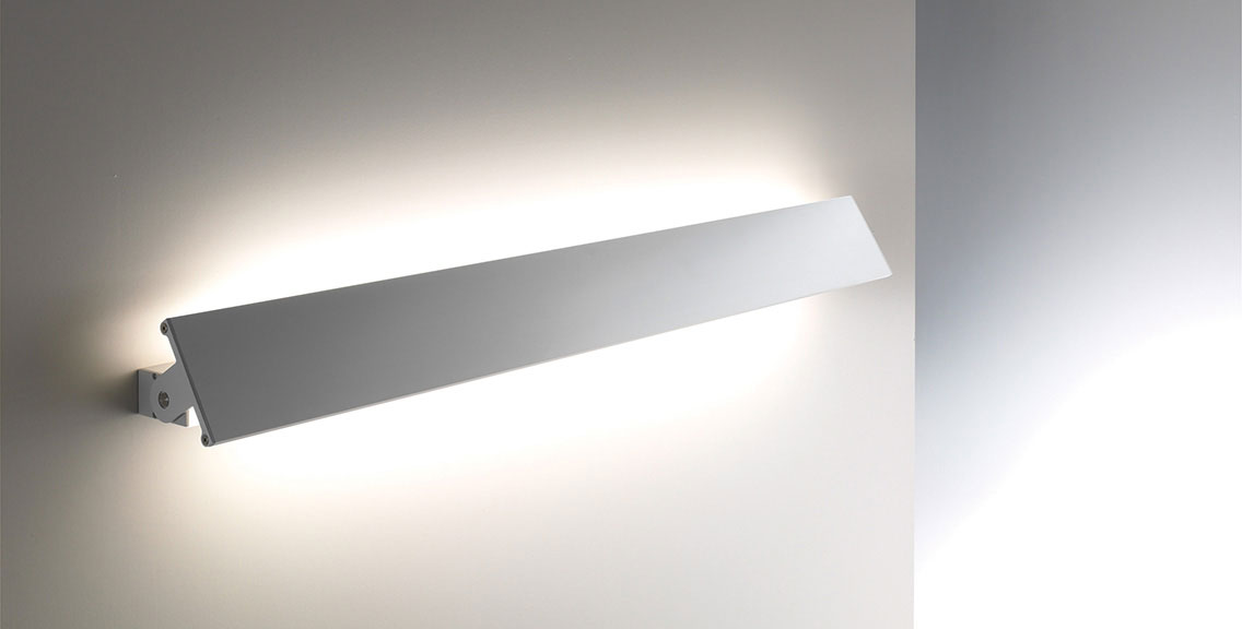 Wandleuchte Schwenkbar wandleuchte mit metallblende gera leuchten und lichtsysteme